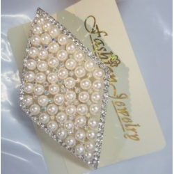 Pearl Hair clip with silver detaiing